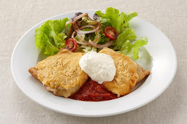 Chicken and mushroom crepe, salad