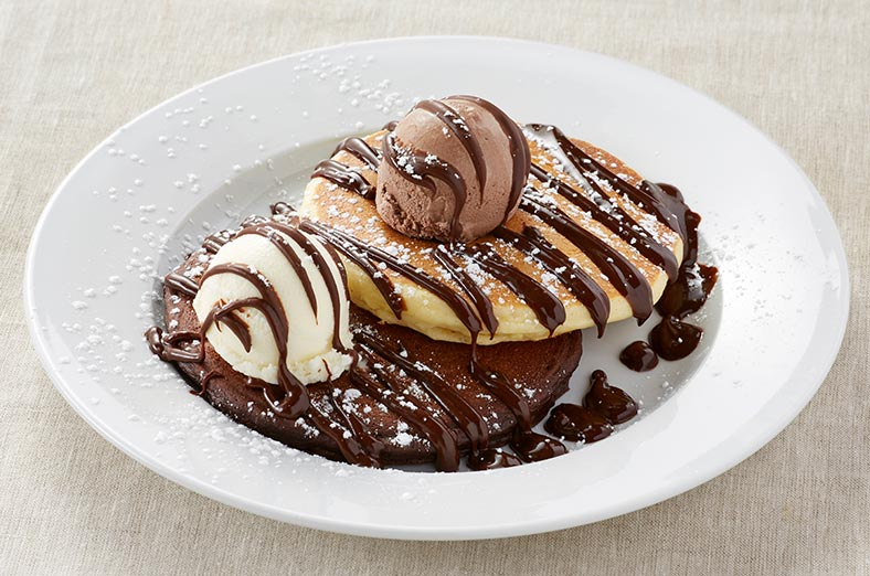 Chocolate pancakes with vanilla
